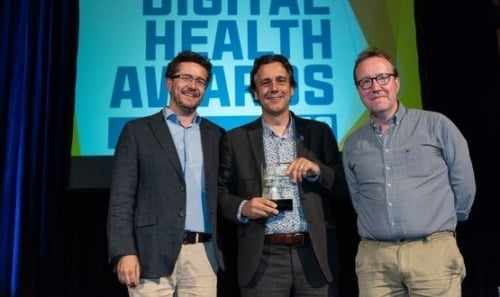 Andy Kinnear collects his award for outstanding contribution at the 2018 Digital Health Summer Schools